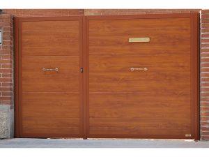 JUEGO PEATONAL Y ABATIBLE IMITACION MADERA CLARA 300x225 - Puertas paneladas