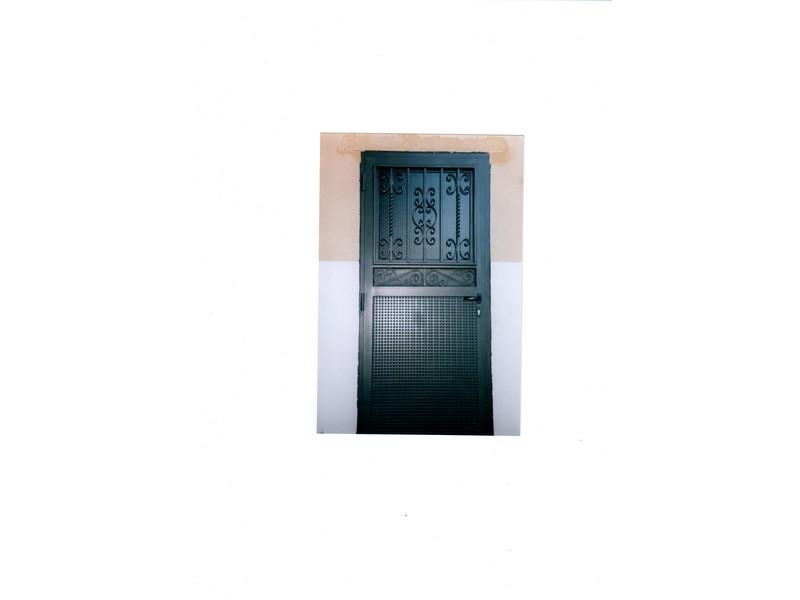 MODELO FORJA CON ZOCALOD E CHAPA - Puertas de hierro y cristal