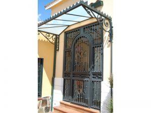 MODELO ROMBO HOJA CON ARCO 300x225 - Puertas de hierro y cristal
