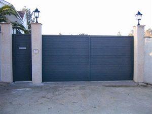 aluminio modelo lineal 300x225 - Puertas de garaje de aluminio