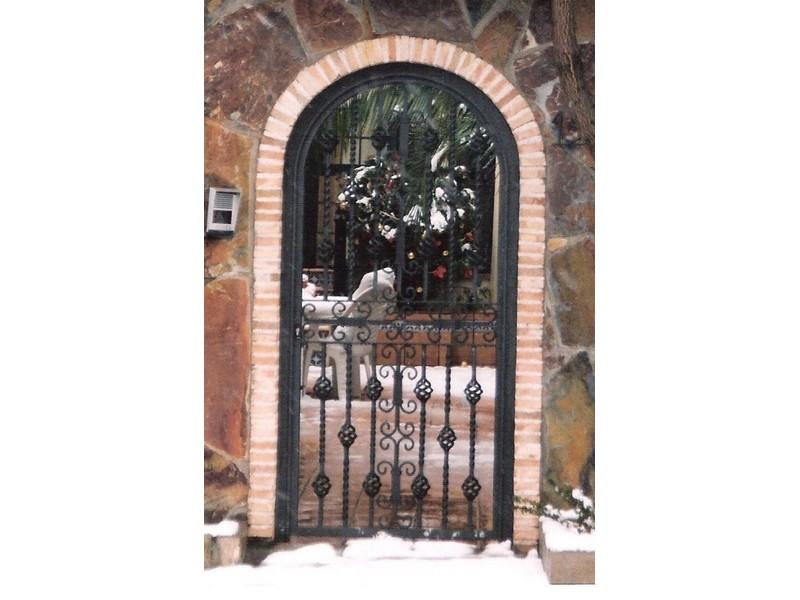 arcosolobarrotescercocerradopiñascaladas - Puertas de forja