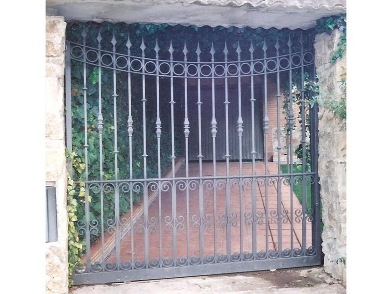 correderaboarrotelisoarcoalreves - Puertas de garaje de forja
