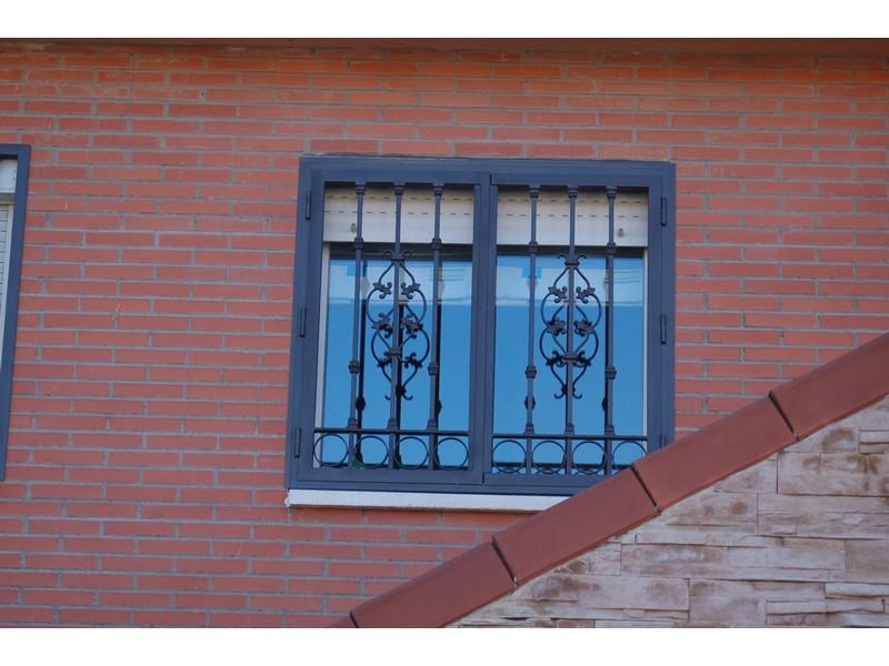 ABATIBLE FLOR DE LIS - Rejas castellanas