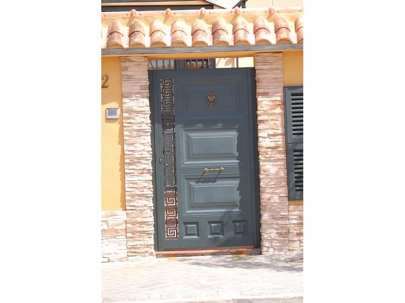 CUARTERONES GRANDES CON SOLERA LATERAL CASA - Puertas metálicas