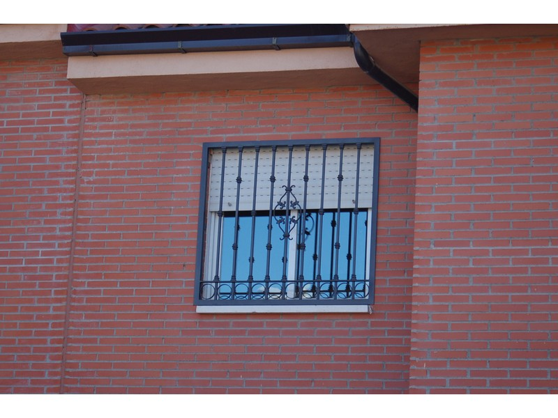 FIJA FLOR DE LIS - Rejas castellanas