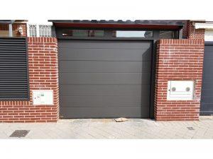SECC. UNICANAL LISA OXIRON NEGRO 300x225 - Puertas seccionales