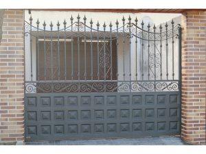 ZOCALO CUART. 20X20 Y SALOMONICO 300x225 - Puertas de garaje de forja