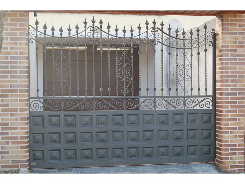 ZOCALO CUART. 20X20 Y SALOMONICO - Puertas de garaje de forja