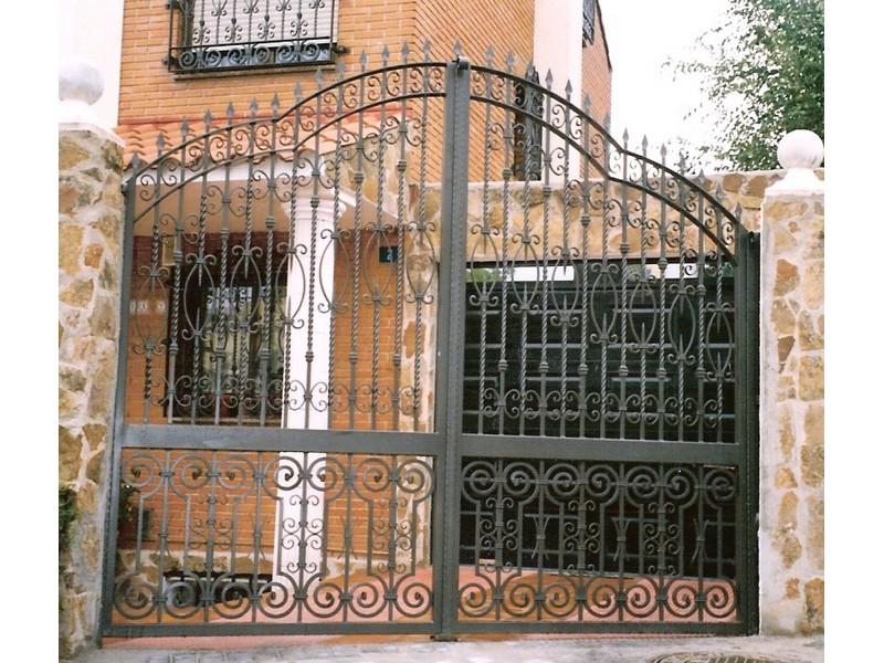 abatiblesalomonicodosarcosencadahoja - Puertas de garaje de forja
